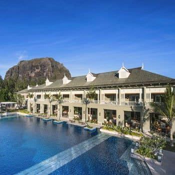 Saint régis hotel : la piscine de l'ile Maurice